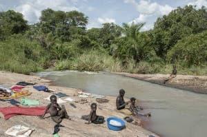 Hygiene River Washing Gulu Uganda 0052 960x638