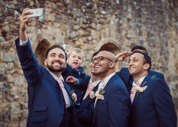 groomsmen-selfie